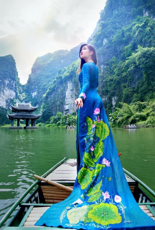 """Một thiết kế áo dài được chia sẻ tại nhóm """"Tự hào áo dài Việt Nam"""""""