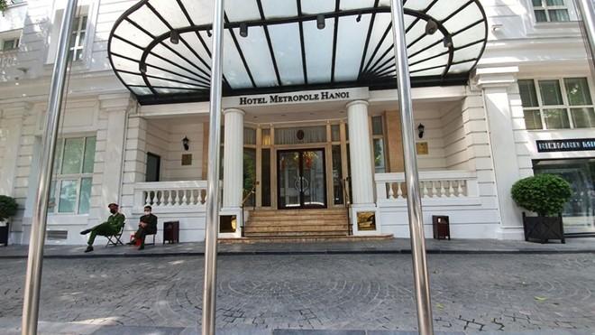 Khách sạn Metroople đã đón 2 du khách nước ngoài đi cùng chuyến bay với bệnh nhân Covid-19 số 17.