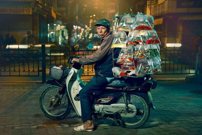 "Một bức ảnh trong bộ ảnh ""Bikes of Hanoi"" của Jon Enoch"