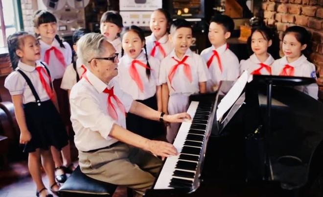 Ai yêu Bác Hồ Chí Minh hơn thiếu niên nhi đồng, Cùng nhau ta đi lên