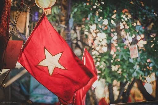 Hà Nội trang hoàng đường phố kỷ niệm 45 năm Ngày giải phóng miền Nam, thống nhất đất nước