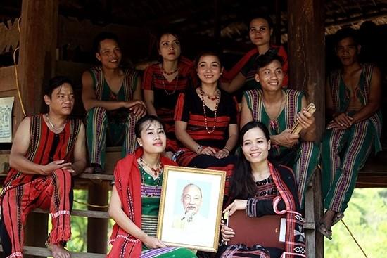 """""""Tháng Năm nhớ Bác"""" tại Làng Văn hóa-Du lịch các dân tộc Việt Nam"""