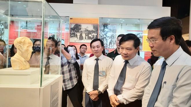 """Khai mạc trưng bày chuyên đề """"Hồ Chí Minh - Những nét phác họa chân dung"""" ảnh 2"""
