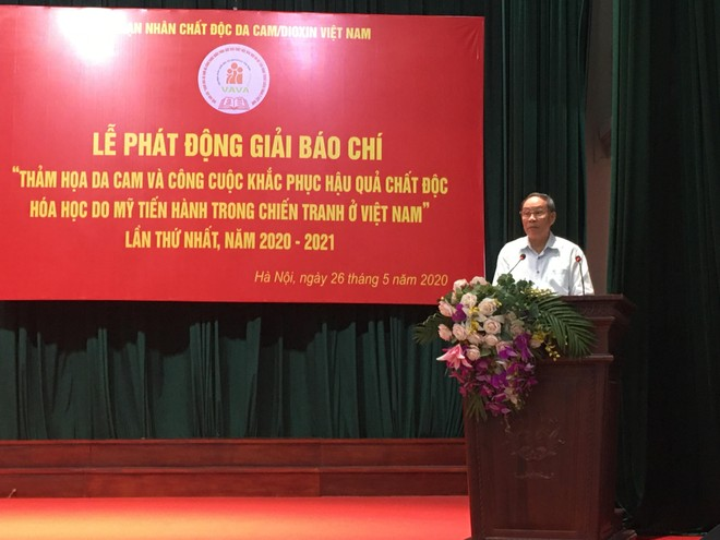 Thượng tượng Nguyễn Văn Rinh phát biểu tại lễ phát động giải báo chí