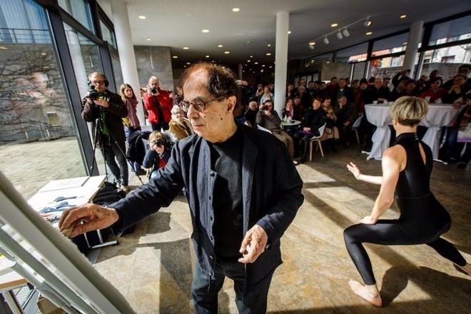 Họa sĩ Jacob Reymond tại một sự kiện triển lãm. (Nguồn: L'Espace)
