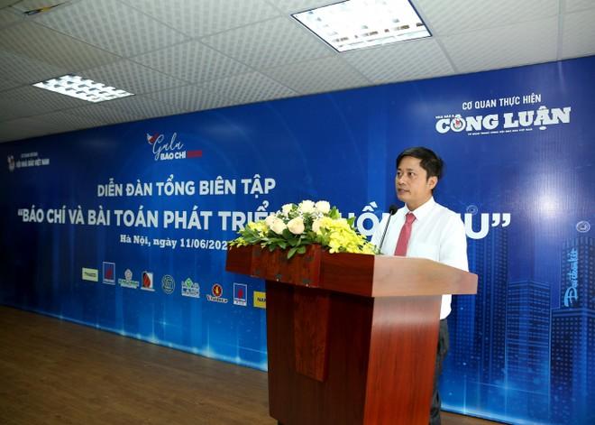 Ông Lê Trần Nguyên Huy, Tổng Biên tập Báo Nhà báo và Công luận phát biểu khai mạc diễn đàn
