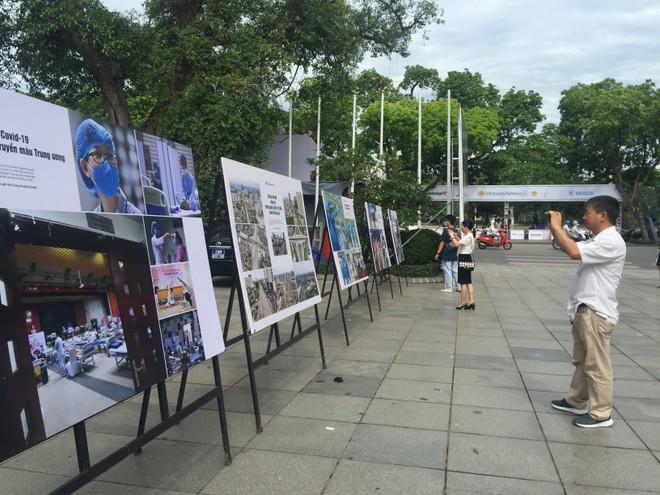 """104 khoảnh khắc xúc động về """"cuộc sống thời Covid-19"""" trên khắp đất nước Việt Nam"""