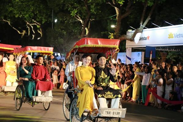 Đám cưới Hà Nội đầu thế kỷ XX được tái hiện với màn biểu diễn của các nghệ sĩ Nhà hát Kịch Hà Nội