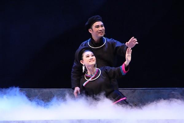 """Quang Khải và Quế Trân trong vở """"Chuyện tình Khau Vai"""""""