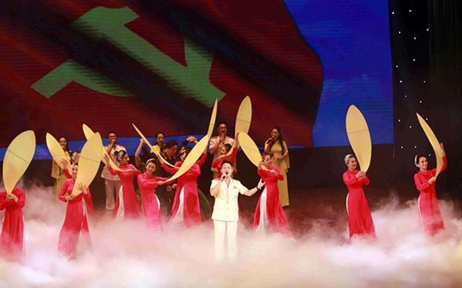 Một tiết mục nghệ thuật do các nghệ sĩ của Nhà hát CAND biểu diễn tại lễ khai mạc liên hoan