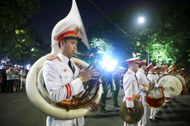 Đoàn Nghi lễ CAND diễu hành trên phố đi bộ Đà Nẵng ảnh 1