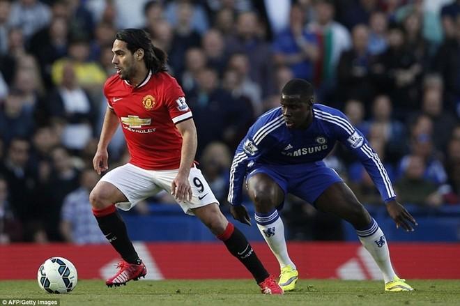 M.U bất lực nhìn Chelsea tiến gần ngai vàng Ngoại hạng Anh ảnh 1