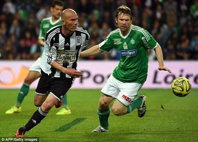 """Chùm ảnh Zidane, Ronaldo """"béo""""... tái xuất sân cỏ ảnh 2"""