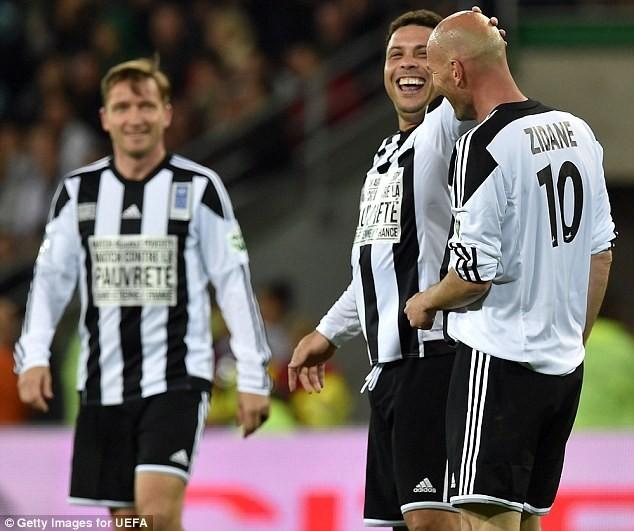 """Chùm ảnh Zidane, Ronaldo """"béo""""... tái xuất sân cỏ ảnh 7"""