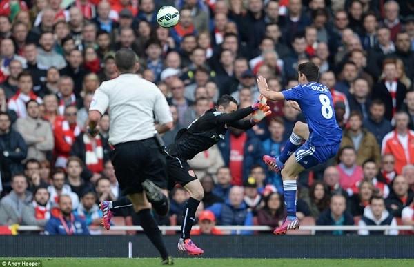 Chelsea tiến sát ngôi vương, M.U thua tủi hổ ảnh 2