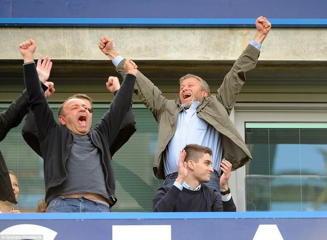 """Chelsea tưng bừng """"quậy phá"""", ăn mừng chức vô địch ảnh 12"""