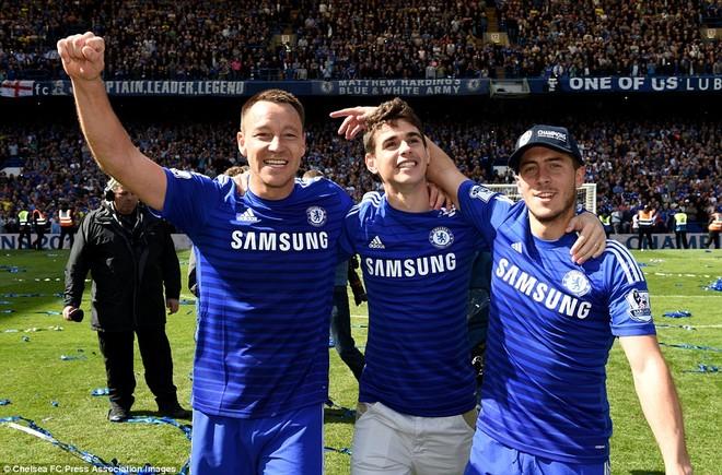 """Chelsea tưng bừng """"quậy phá"""", ăn mừng chức vô địch ảnh 8"""