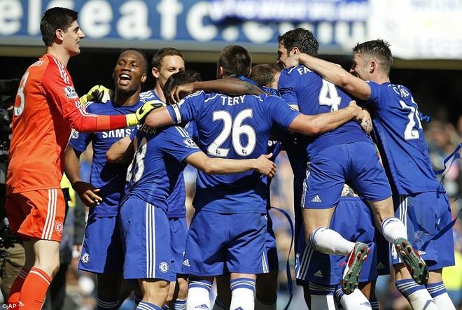 """Chelsea tưng bừng """"quậy phá"""", ăn mừng chức vô địch ảnh 11"""