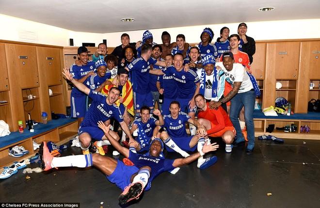 """Chelsea tưng bừng """"quậy phá"""", ăn mừng chức vô địch ảnh 13"""