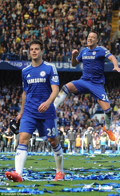 """Chelsea tưng bừng """"quậy phá"""", ăn mừng chức vô địch ảnh 3"""