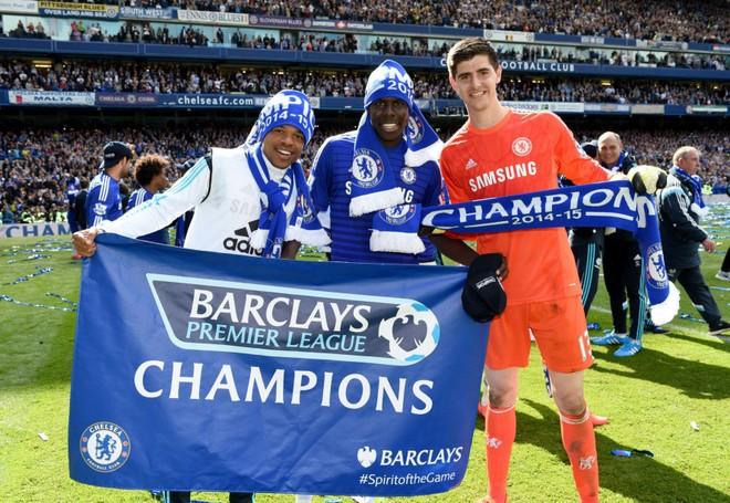 """Chelsea tưng bừng """"quậy phá"""", ăn mừng chức vô địch ảnh 6"""