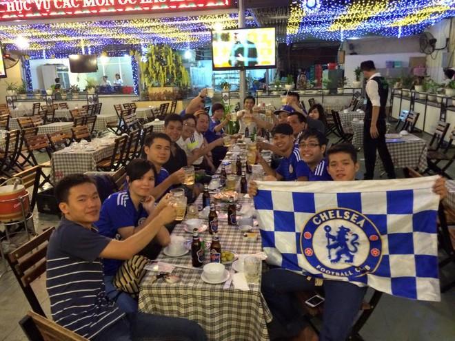 Muôn sắc thái mừng vô địch của fan Chelsea ở Việt Nam ảnh 8