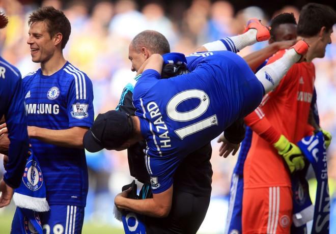 """Chelsea tưng bừng """"quậy phá"""", ăn mừng chức vô địch ảnh 7"""