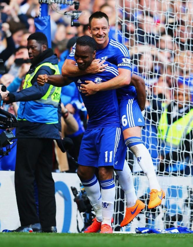"""Chelsea tưng bừng """"quậy phá"""", ăn mừng chức vô địch ảnh 5"""