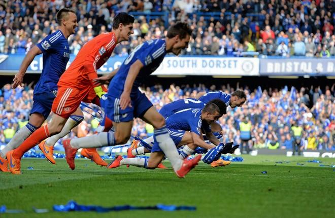 """Chelsea tưng bừng """"quậy phá"""", ăn mừng chức vô địch ảnh 4"""
