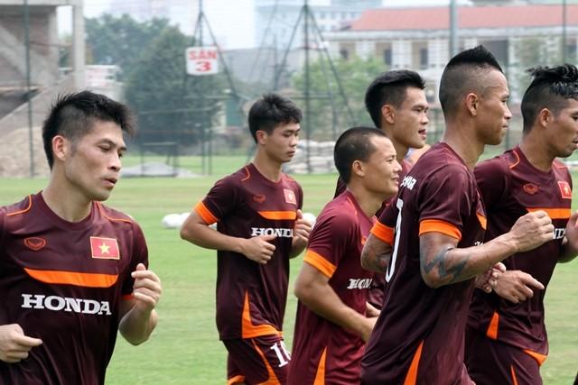 Công Phượng đăm chiêu bên các đàn anh ở Đội tuyển Việt Nam ảnh 2