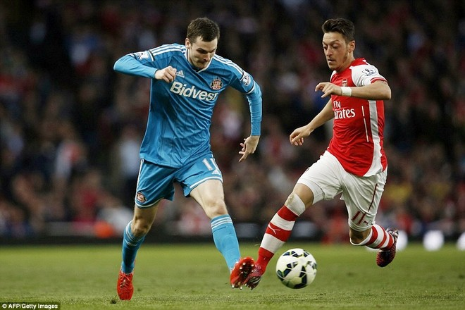 Arsenal xây chắc vị trí thứ 3, Sunderland trụ hạng thành công ảnh 1
