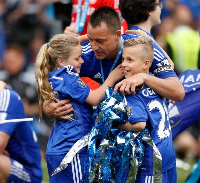 Chùm ảnh Chelsea tưng bừng nhận Cúp vô địch ảnh 4