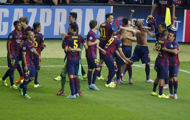 """""""Dừng hình"""" đêm đăng quang để đời của Barcelona ảnh 14"""
