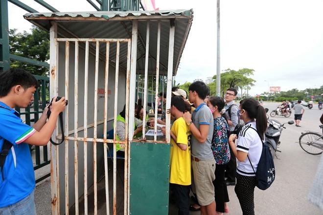 Dễ dàng mua vé xem tuyển Việt Nam đấu Iraq và Thái Lan ảnh 1