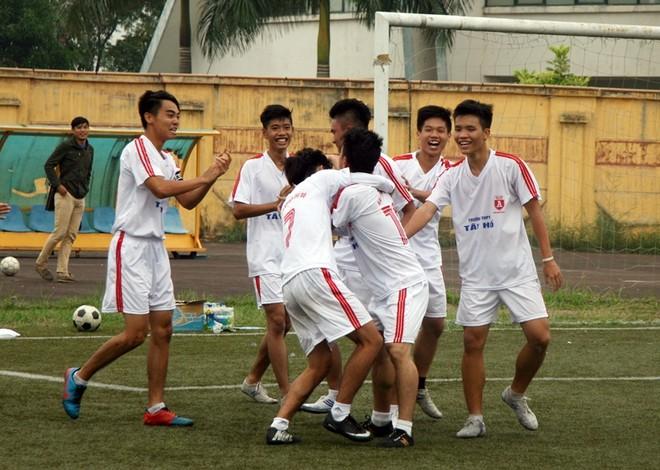 Kết quả, hình ảnh thi đấu ngày 15-11 giải bóng đá học sinh THPT Hà Nội 2015 ảnh 7