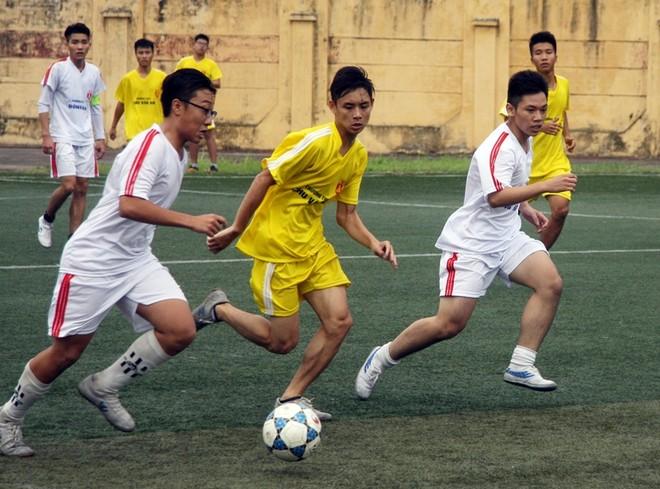 Kết quả, hình ảnh thi đấu ngày 15-11 giải bóng đá học sinh THPT Hà Nội 2015 ảnh 9