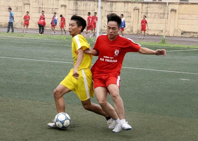 Kết quả, hình ảnh thi đấu ngày 15-11 giải bóng đá học sinh THPT Hà Nội 2015 ảnh 8