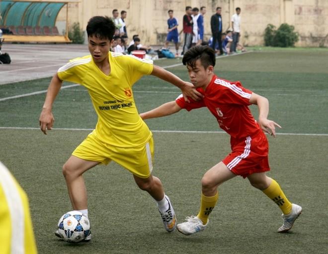 Kết quả, hình ảnh thi đấu ngày 15-11 giải bóng đá học sinh THPT Hà Nội 2015 ảnh 3