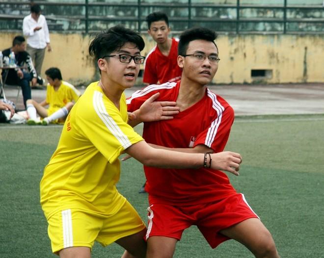 Kết quả, hình ảnh thi đấu ngày 15-11 giải bóng đá học sinh THPT Hà Nội 2015 ảnh 6