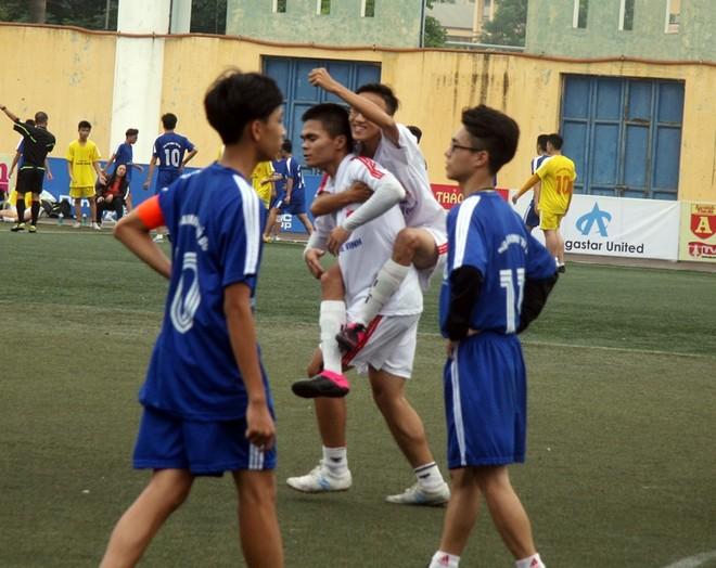 Kết quả, hình ảnh thi đấu ngày 15-11 giải bóng đá học sinh THPT Hà Nội 2015 ảnh 1