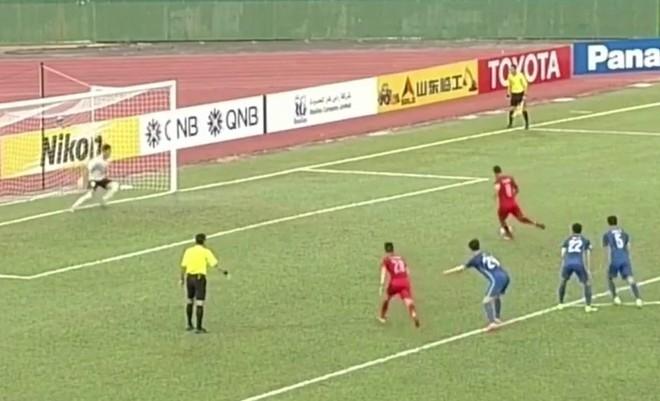 Công Vinh khiến Anh Đức suýt mất bàn thắng vào lưới Jiangsu Suning ảnh 1