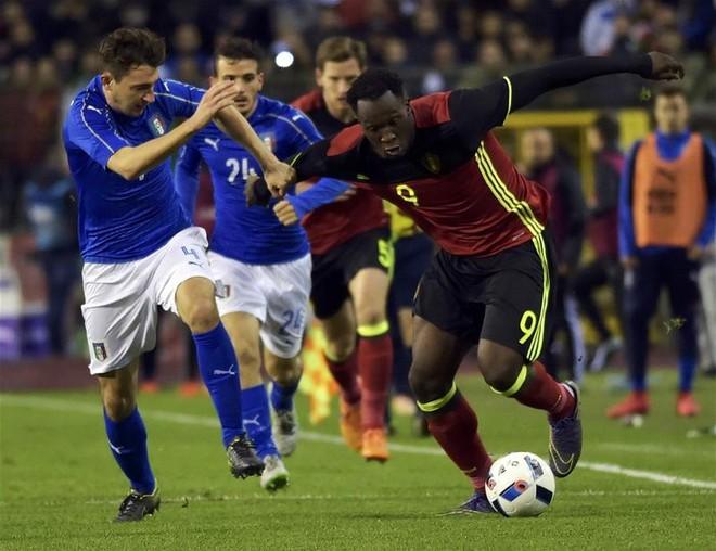 Bỉ (phải) lúc này được đánh giá cao hơn hẳn Italia