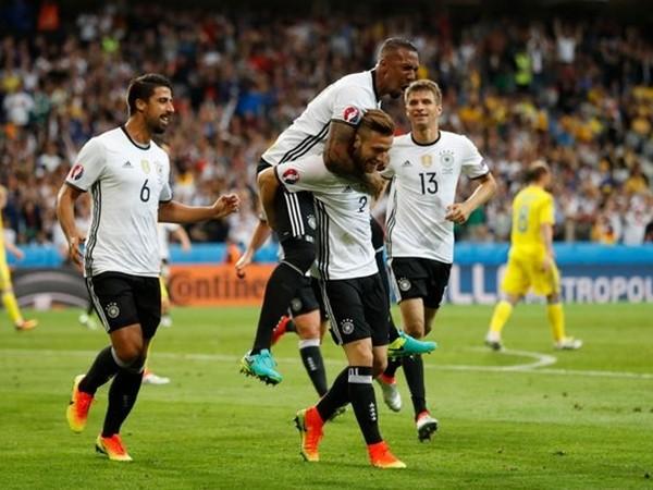 Mustafi (số 2) ghi bàn mở điểm cho Đức trước Ukraine