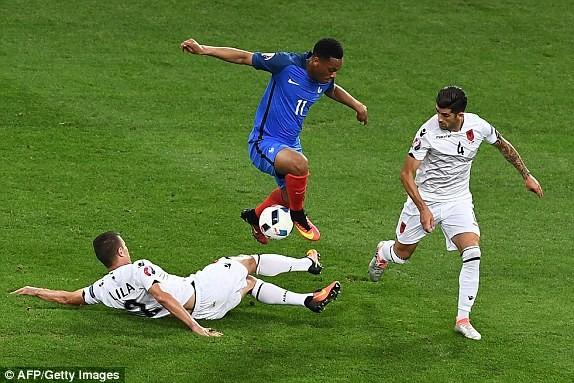 Martial (áo xanh) được trao cơ hội từ đầu nhưng chơi khá mờ nhạt