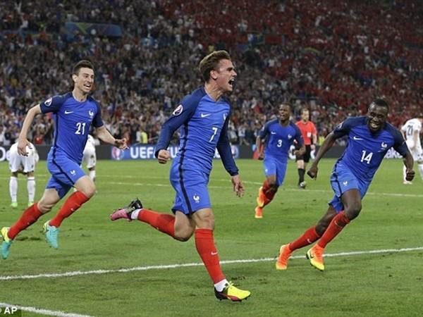 Griezmann mang lại niềm vui muộn cho Pháp