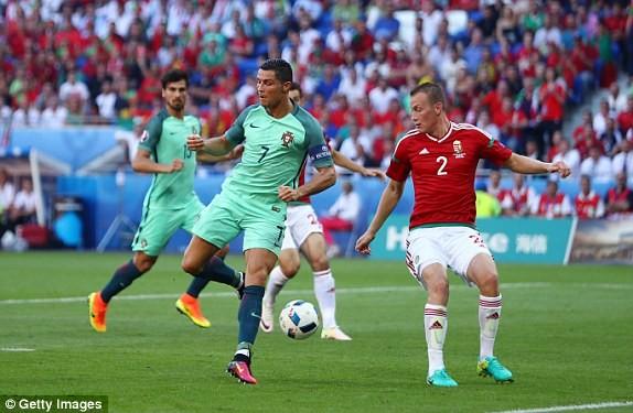 Cú đánh gọt điệu nghệ của Ronaldo