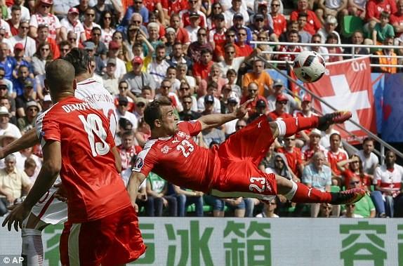 Shaqiri và siêu phẩm gỡ hòa 1-1 cho Thụy Sĩ