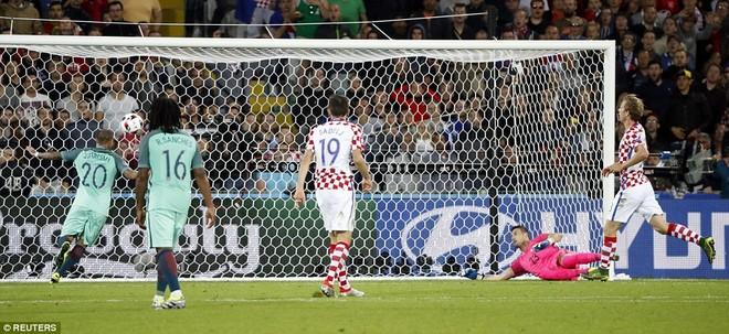 Nhưng may mắn đã không mỉm cười với anh và các đồng đội Croatia khi Quaresma ghi bàn thắng quý như vàng ở phút 117 của hiệp phụ thứ 2, đưa Bồ Đào Nha vào tứ kết