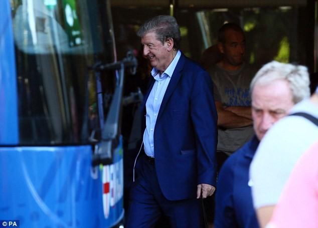 Cả ĐT Anh, chỉ riêng HLV Hodgson là mỉm cười, vì ông có lẽ đang thanh thản sau khi nói lời từ giã