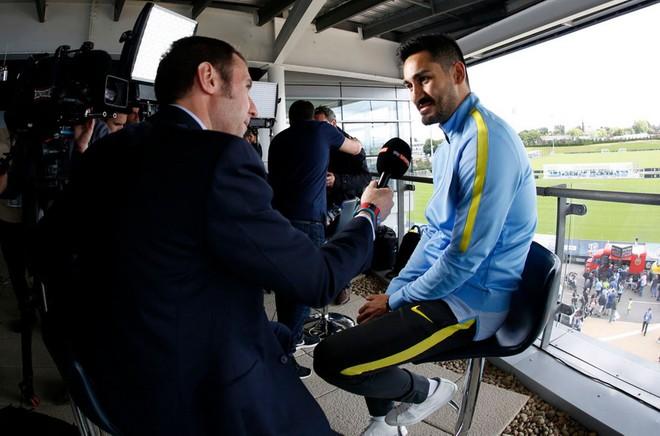 Pep Guardiola hoành tráng ra mắt CĐV Man City ảnh 8
